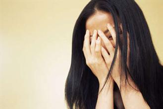 武汉女性面部有白斑应该怎么办